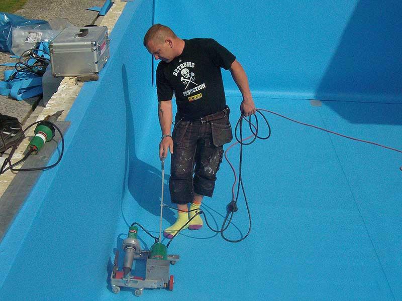 Folienverlegung faltenfrei im Schwimmbadbau in Schleswig-Holstein und Hamburg