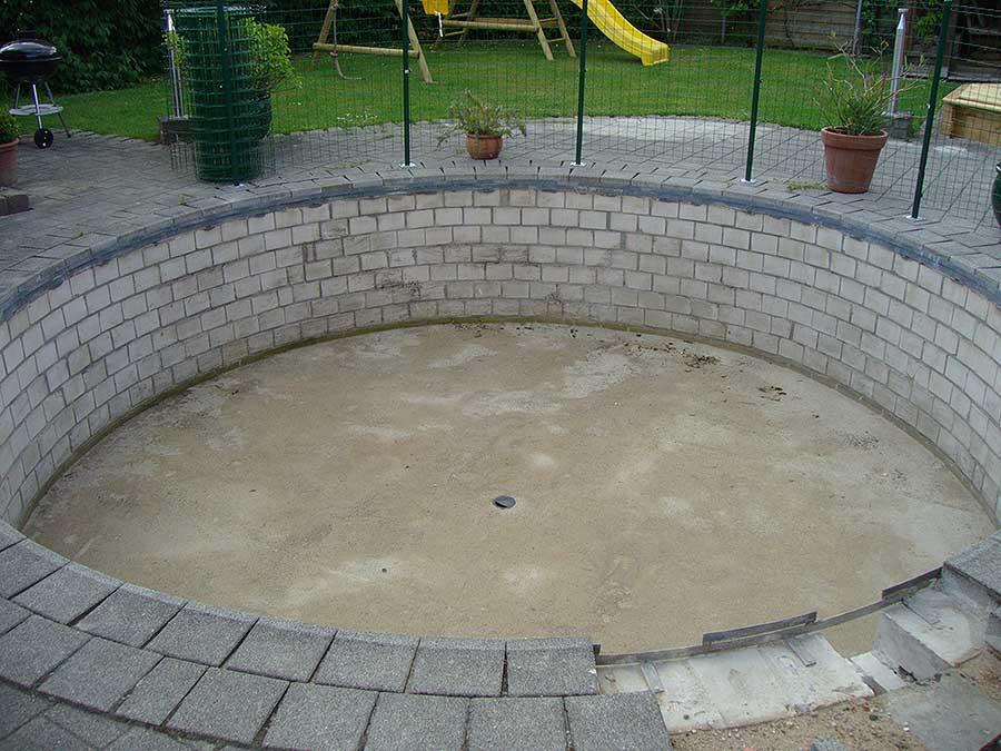 Schwimmbecken rund gemauert