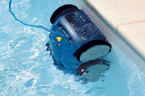 Schwimmbadreinigung mit dem Reinigungsroboter